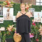 Беременная Рози Хантингтон-Уайтли встретилась с подругами на модной презентации