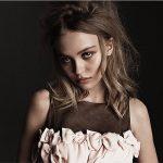 Лили-Роуз Депп снялась топлес в фотосессии для итальянского Vogue