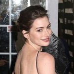 Энн Хэтэуэй в платье Armani Prive на премьере фильма «Моя девушка – монстр»