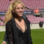 Уличный стиль знаменитости: Шакира на футбольном поле