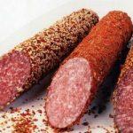 Употреблять колбасу по вечерам опасно