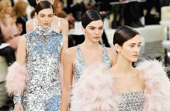 Неделя высокой моды в Париже: показ коллекции Chanel Couture весна-лето 2017