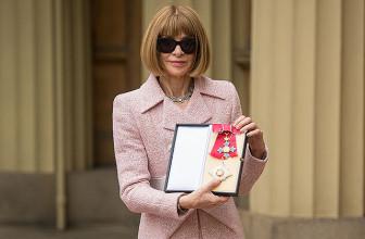 Королева Елизавета наградила Анну Винтур орденом в Букингемском дворце