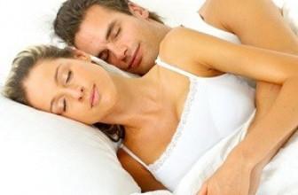 Исследователи пояснили, почему опасно спать на спине