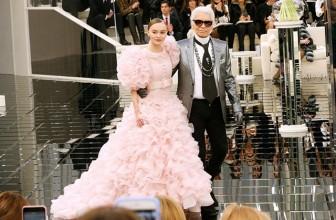 Лили-Роуз Депп вновь вышла на подиум Chanel: актриса закрыла показ кутюрной коллекции бренда весна-лето 2017