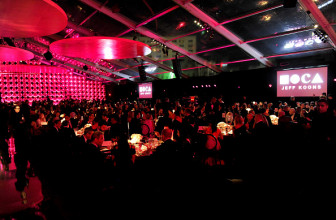 Шэрон Стоун, Пэрис Хилтон, Пирс Броснан, Рики Мартин и другие на MOCA Gala-2017